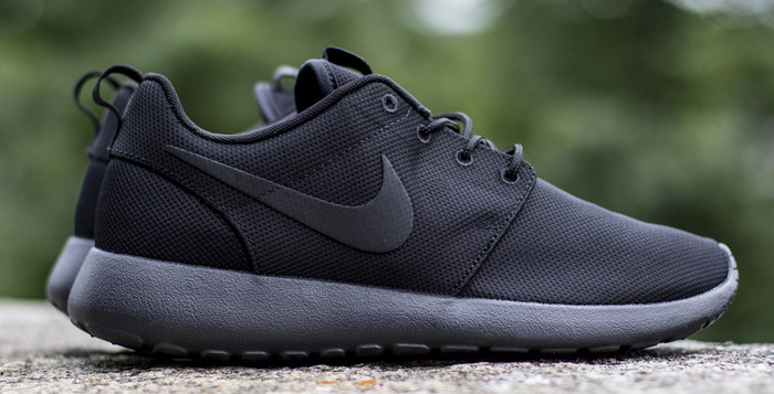 Roshe Run Triple Black Links