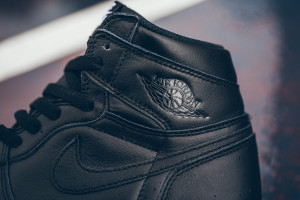 Air_Jordan_1_High_OG_555088_006_Nike_Cyber_Monday_Black_WHite_Sneaker_Politics_Hypebeast-7