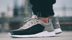 Solebox-x-ASICS-GEL-Lyte-Runner-Blue-Carpenter-Bee-03