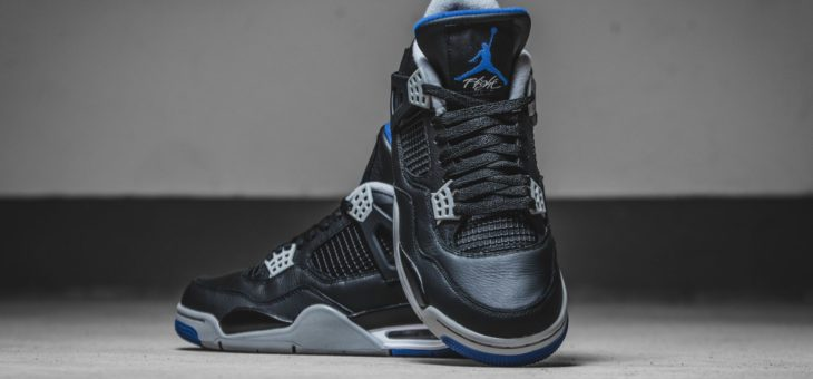 "Jordan Retro 4 Motorsport ""Away"" will drop in 20 minutes with US Shipping"