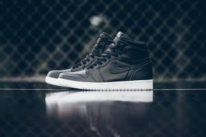 Air_Jordan_1_High_OG_555088_006_Nike_Cyber_Monday_Black_WHite_Sneaker_Politics_Hypebeast