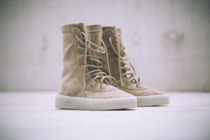 yeezy crepe boot KM1011