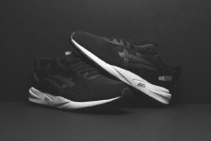 ASICS-Gel-Saga-Black-Black-White-2