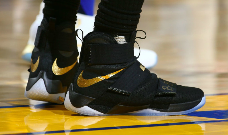 4c1d56aa1f51a lebron-james-nike-lebron-soldier-10-championship-on-foot vjqosw ...